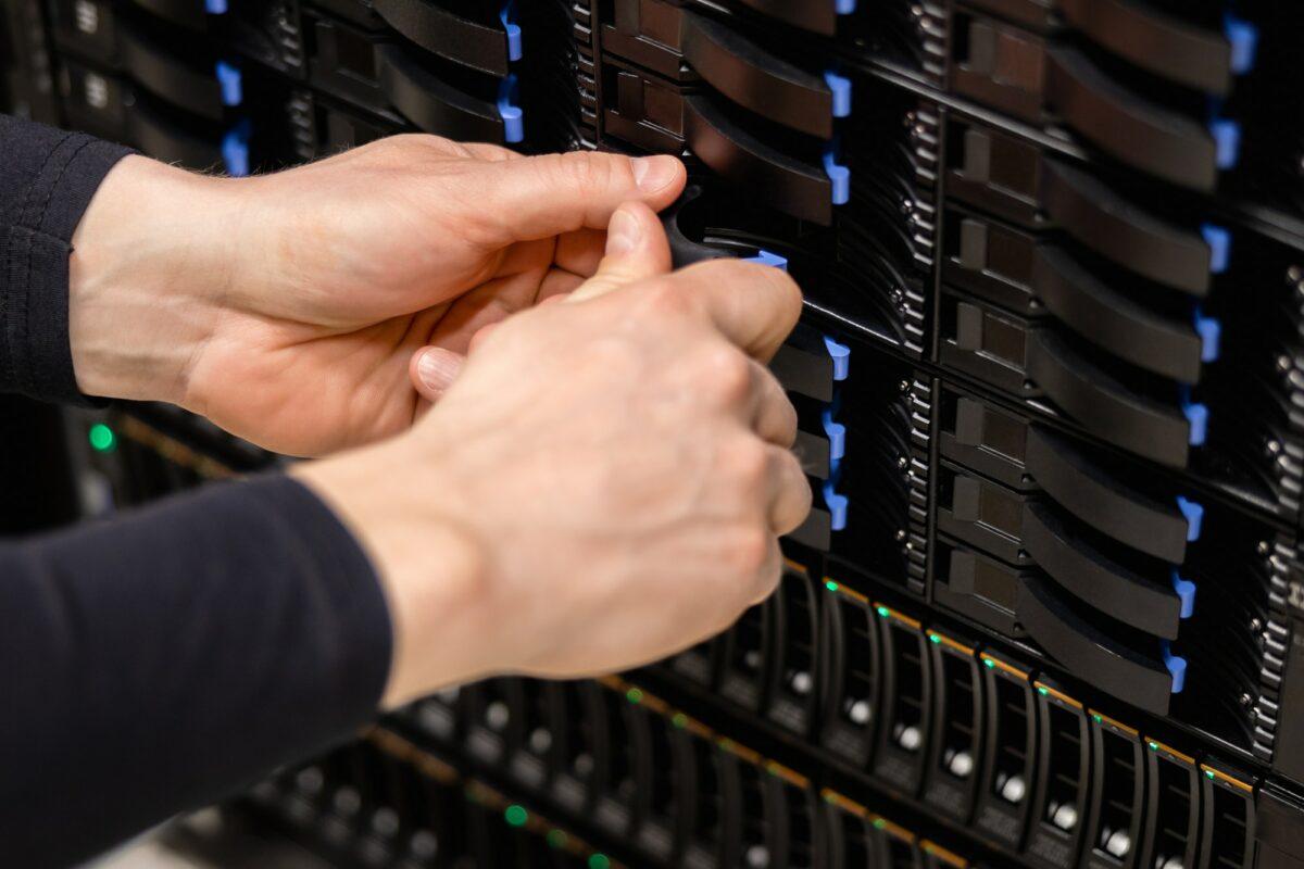 IT Professional Replacing Server Drive In Fiber San Storage